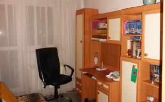 -pokój 2 na piętrze z dużym balkonem
